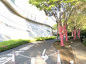 国立新美術館入口外観 草間彌生 我が永遠の魂