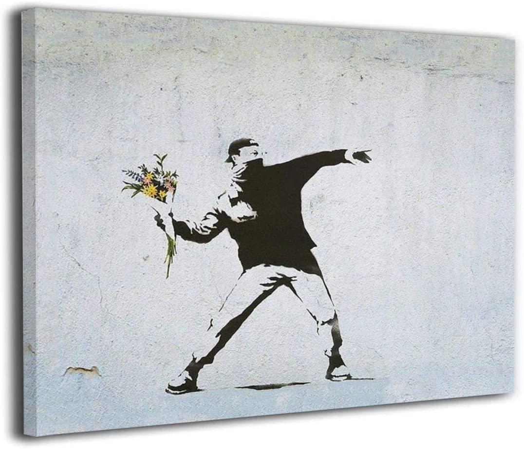 花束を投げる少年